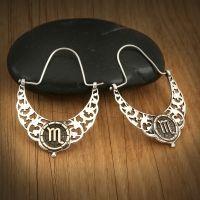 """Cercei cu Zodia Scorpion Campania """"Zodia Ta Care Este?"""" ți-a pregătit medalioane și bijuterii special pentru tine! Coliere, brățări, cercei sau inele, toate sunt realizate special pentru tine! #campaniisharihome  http://sharihome.ro/campanie/zodia-ta-care-este"""