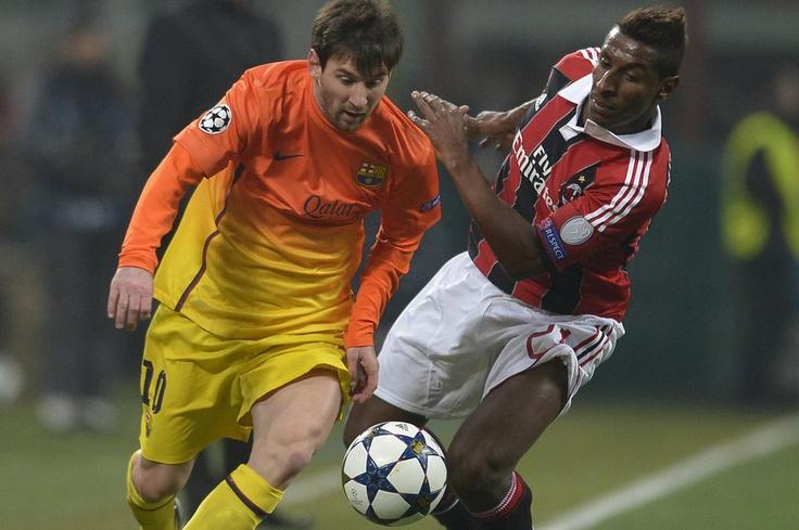Milán 2-0 FC Barcelona   Messi se marcha de Boateng. [20.02.13]