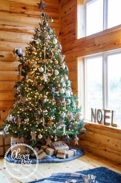 A log cabin Christmas tour