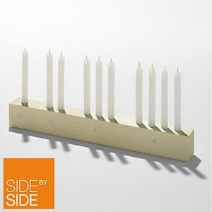 Advent, Advent. Ein Lichtlein brennt. Besonders zeitlos mit dem Side by Side Advents-Leuchter. Auch in dunklem Holz bei Living-Quality.de erhältlich.