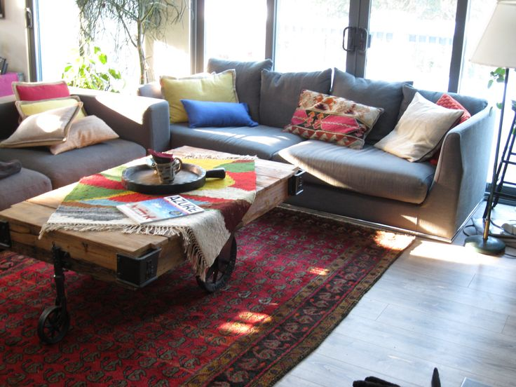 A sunny day in Ontario & a Lori Bakhtiari nomadic carpet in a cosy living room! What a colourful combination!