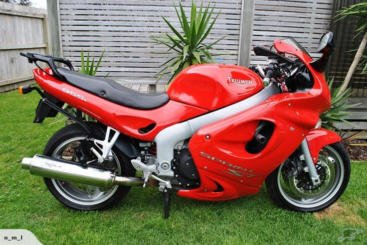 955i 2002 triumph Sprint ST