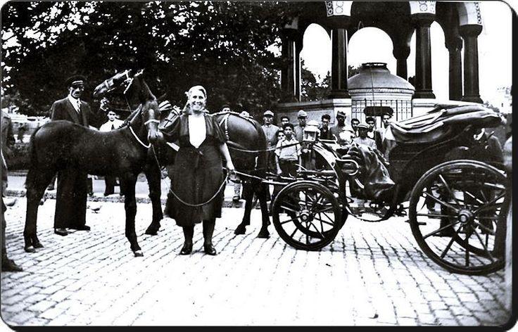 Milli Piyango'cu Nimet Abla. Sultanahmet Istanbul 1941