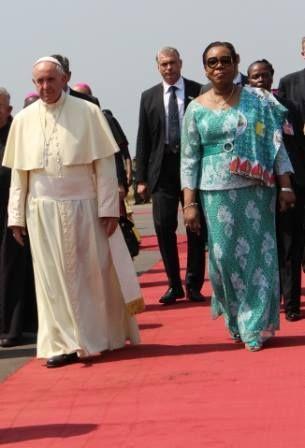COP21: Compte tenue de son insolvabilité le Centrafrique sera exonérer de sa contribution et bénéficiera d'une aide conséquente INVITÉ AFRIQUE Michel Camdessus: l'Afrique «a intérêt à ce que la COP soit un succès» http://www.rfi.fr/emission/20151129-michel-camdessus-afrique-interet-cop21-soit-succes-france-rechauffement-climat...