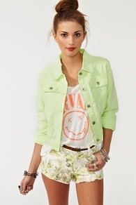 never thought to put this color in a jacket, but it looks so springy and cute!