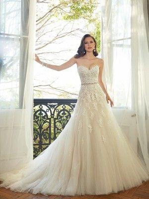Aライン/プリンセス恋人袖なしのアップリケチャペルトレーンチュールウエディングドレス