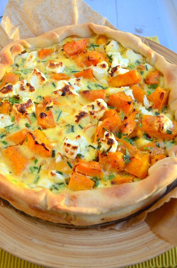 Ottolenghi's Pompoen Worteltaart. De pompoen worteltaart heeft alles in zich, een frisse relish van wortel, het zoete van de pompoen en het zoutige van de geitenkaas.