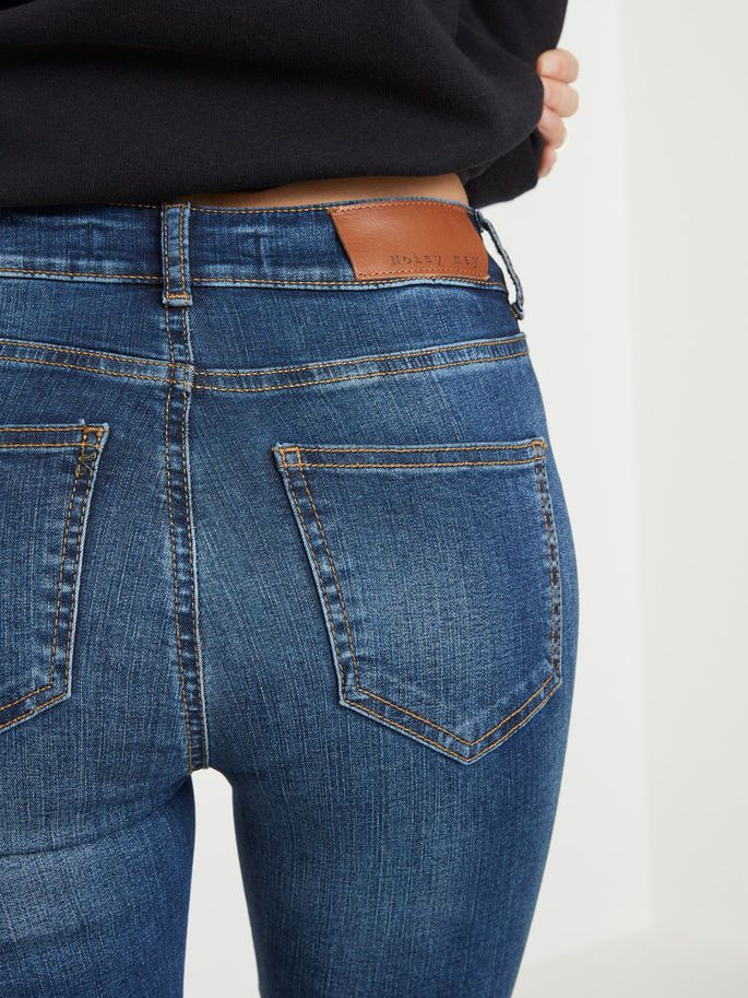 The blue jeans!