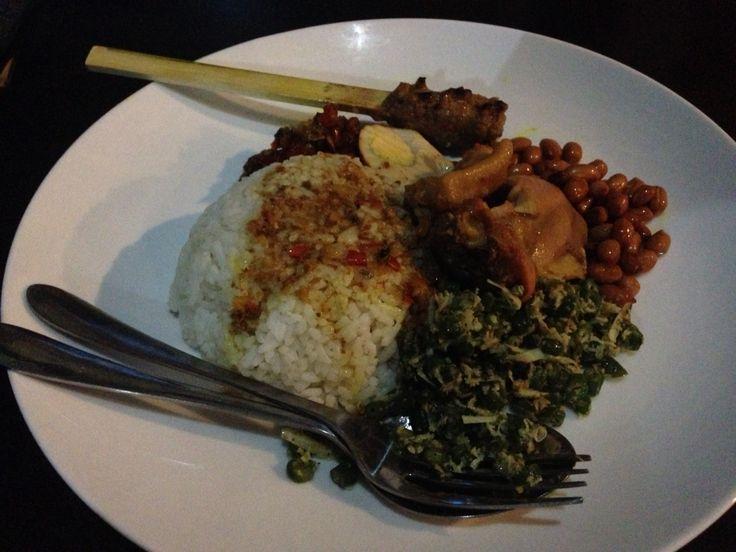 Nasi Kedewatan Bali