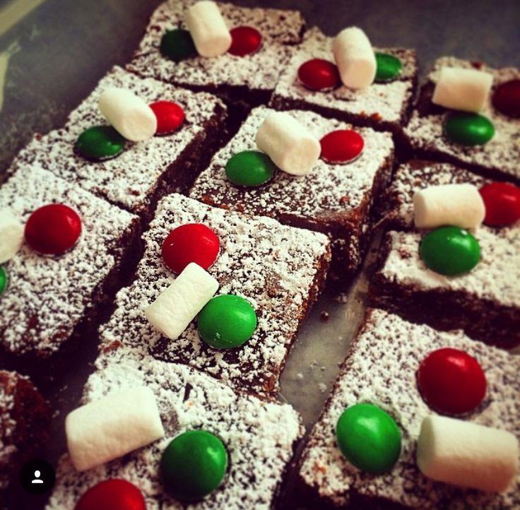 Estos brownies los hice para regalar en la oficina por Navidad. Como no compré para el frosting, improvisé con las cosas de mi casa.