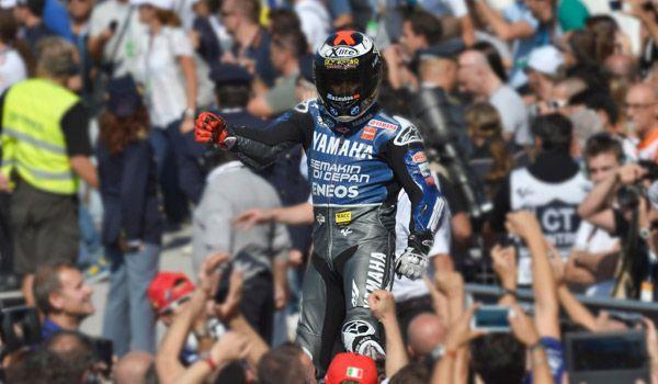 Lorenzo, celebrando la victoria en el GP de San Marino