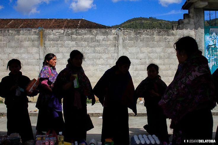 Native womens in Oaxaca  #josafatdelatoba #cabophotographer #oaxaca #landscapephotography #mexico #native