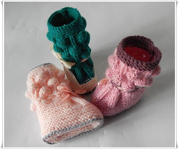 Childrens shoes Childrens shoes Knitted shoes Shoes for newborns Gift for pregnant women A gift for Christmas.  Shoes for small children can be the same as for adults. The boots look very funny at the foot of a small child. The structure includes acrylic yarn and wool, which gives warmth and brightness of color. Instead of socks, you can use shoes. In addition, they help fill the image of the child. You can start a different color.  Size: 3 - 6 months Stop 5 (12 cm) Color: pink, green and…