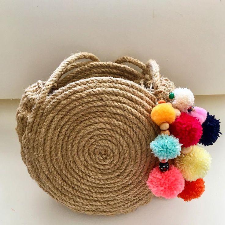 """52 Beğenme, 1 Yorum - Instagram'da Design by Feroni (@designbyferoni): """"Yazlık ponponlu hasır çanta Fiyat:60tl (kargo dahil) #designbyferoni #weareknitters #handmade…"""""""