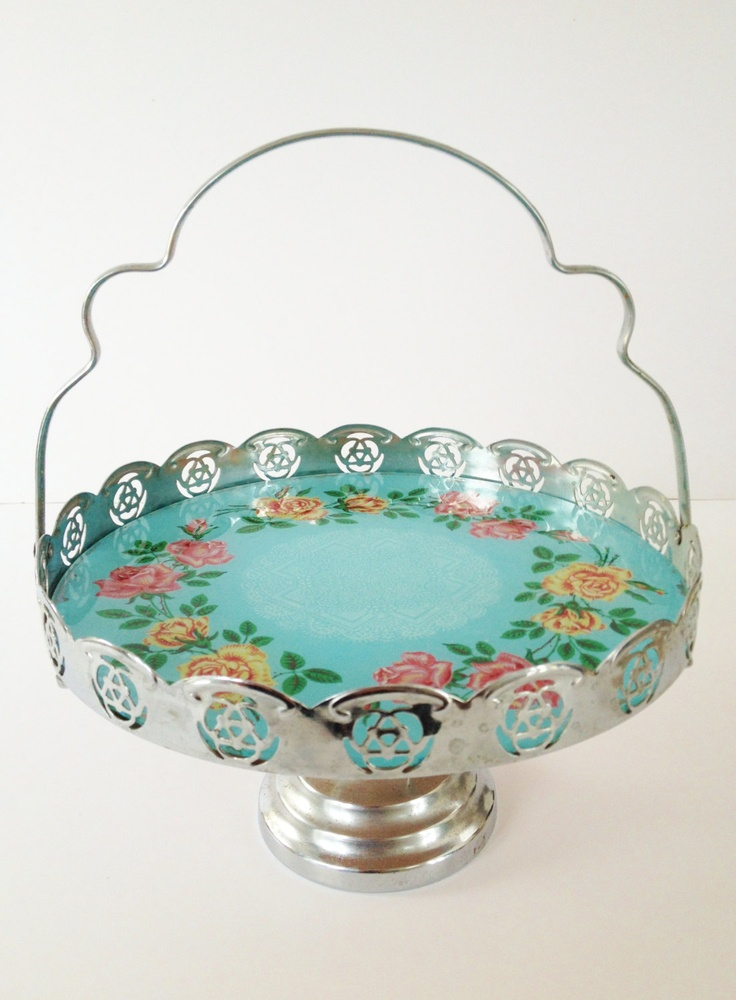 Vintage Glass Cake Stand.