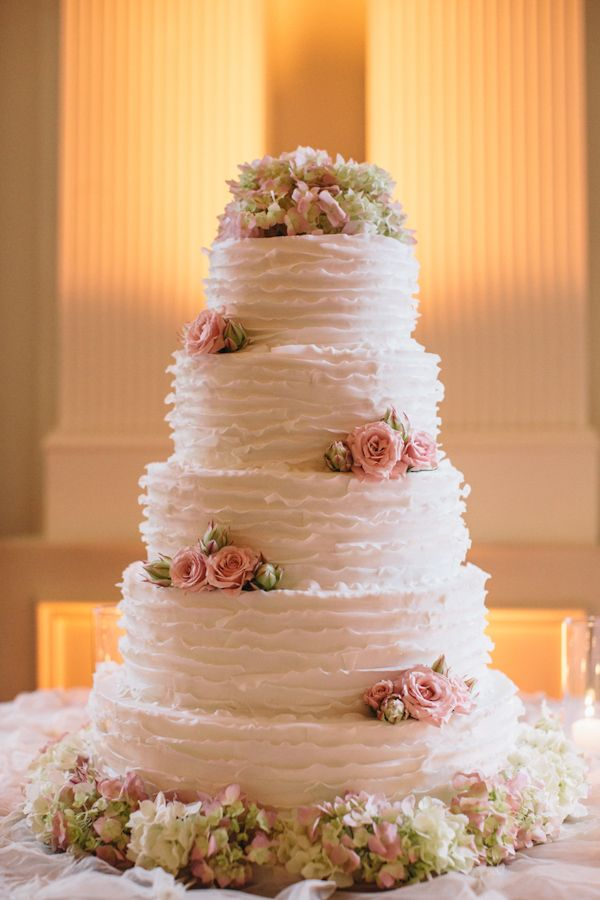 Traditional Wedding Cake - love the flowers and elegant details Photo by: Vue Photography