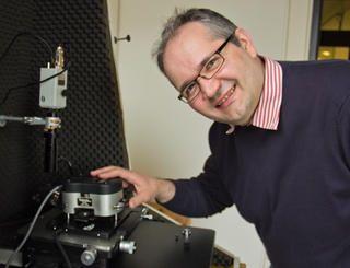Der Physiker Martin Beyer spürt unbekannten chemischen Reaktionen und Reaktionsmechanismen in kleinsten Dimensionen nach. Er ist seit 2013 Professor für Chemische Physik an der Universität Innsbruck.