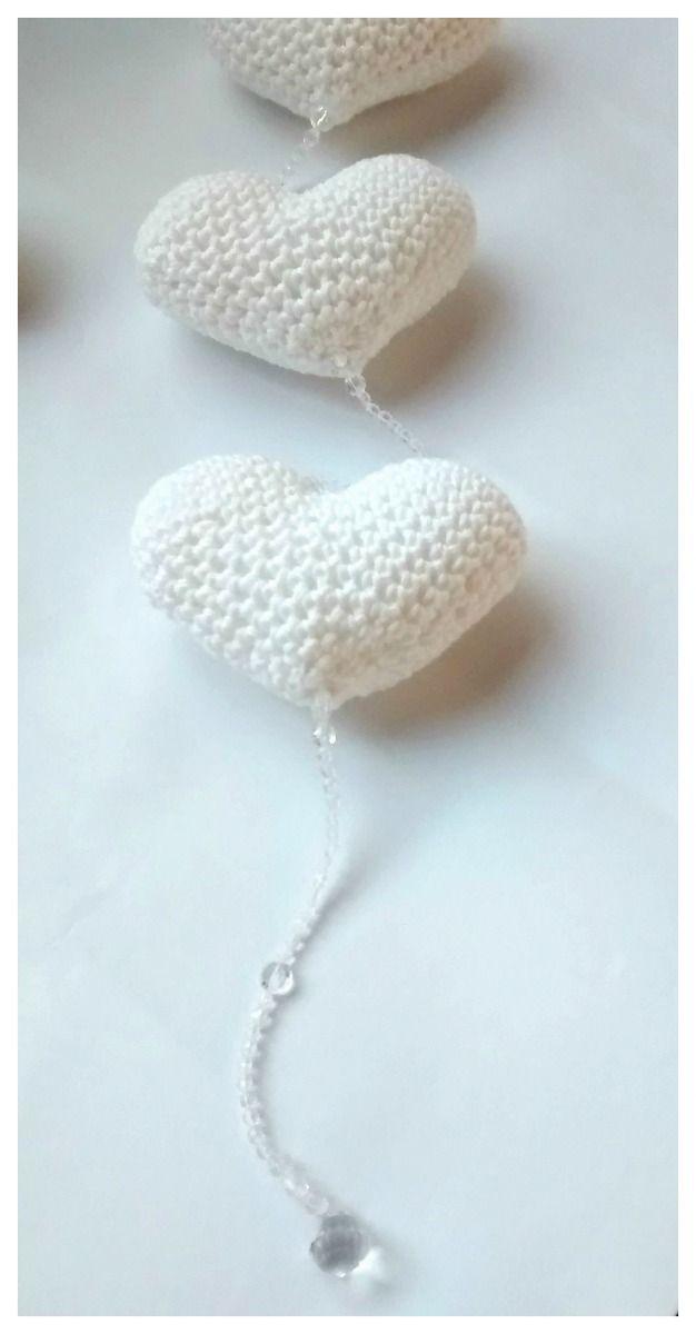 movil de corazones en crochet con caireles