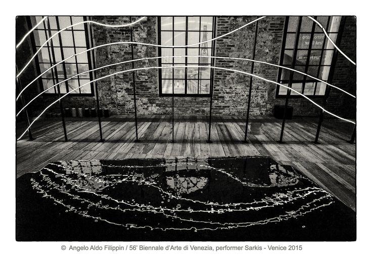 https://flic.kr/p/MVkEGr   56' Biennale d'Arte di Venezia, performer Sarkis / Venezia 2015