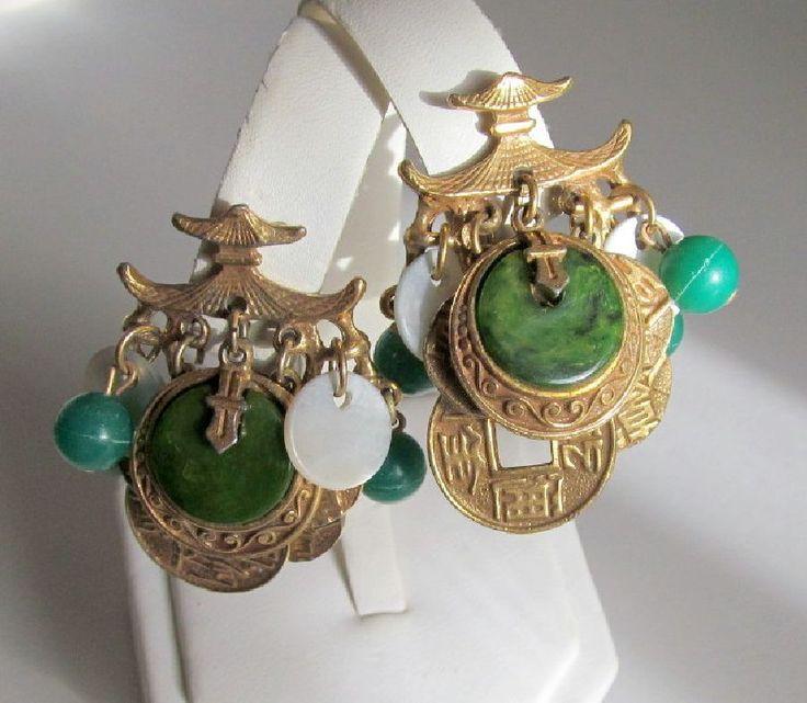 ART Mode-Art Asian Bakelite Pagoda Clip Earrings Gold-tone