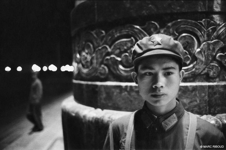 Beijing, 1971. This soldier of the popular army of China keeps the People's Palace, Tian An Men Square.