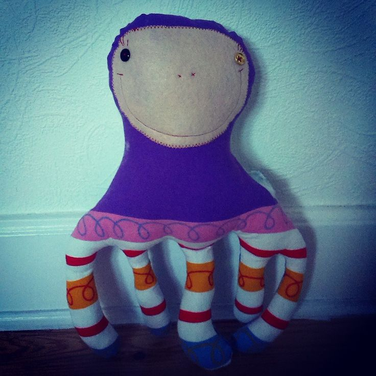 Helena is a very intelligent octopus. Dancing, singing and doing on crochet.