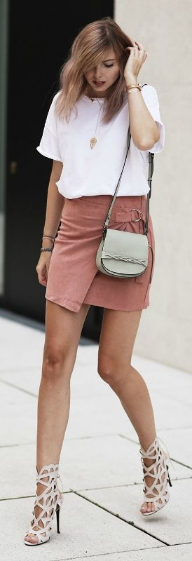 Cut out heels and a blush pink suede skirt are the cutest outfit! Via bekleidet  Tee: Mango, Skirt: Misguided, Shoes: Misguided