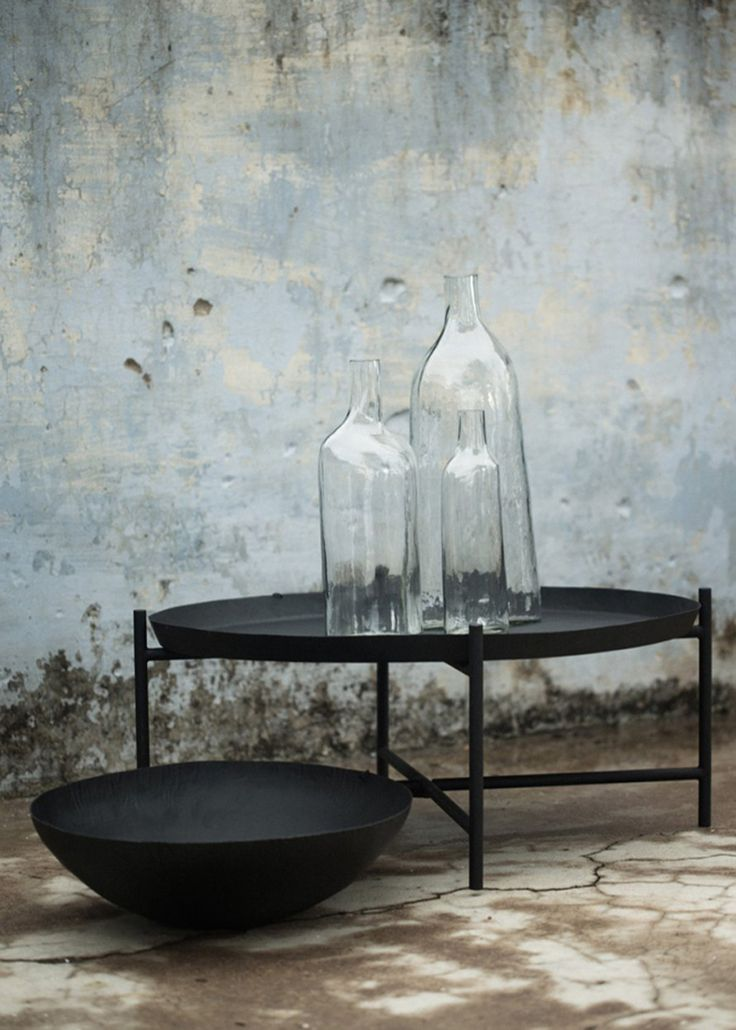 svärtan_ikea_black_table