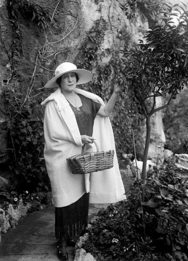 Lillie Langtry in the garden
