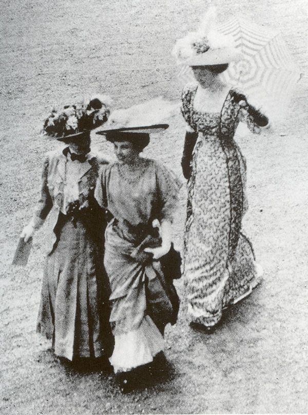 1908 Edwardian women in their beautiful hats going to afternoon tea.