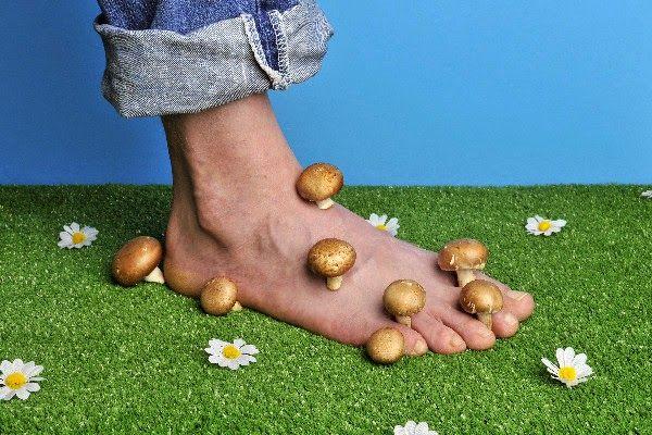 Hausmittel gegen Fußpilz        Fußpilz ist eine Infektion der Haut am Fuß. Feuchtigkeit, Wärme und Dunkelheit zwischen den Zehen biet...