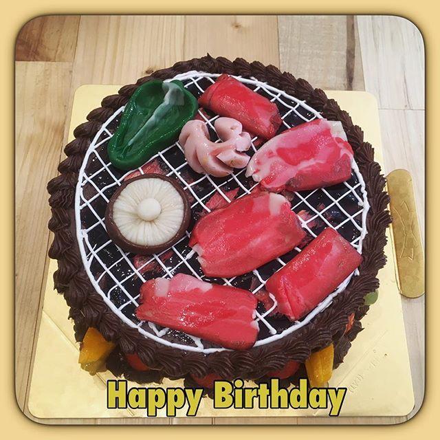 🍖お誕生日おめでとう御座います🍖  焼肉焼いても家焼くな♪ で頭の中がいっぱい💨  ご注文有難う御座いました😊 素敵な歳になります様に✨  お肉が食べたい‼️ #cake #sweet #order #ordermade #chocolate#chocolatecake #roastmeat #bbq #birthday #birthdaycake #happybirthday #cakestagram #ケーキ#オーダーメイドケーキ #オーダーケーキ#誕生日ケーキ #バースデーケーキ #焼肉#七輪 #肉 #きのこ#椎茸#ピーマン #バーベキュー#世界に一つだけ #3d #3dcake #meat #立体ケーキ
