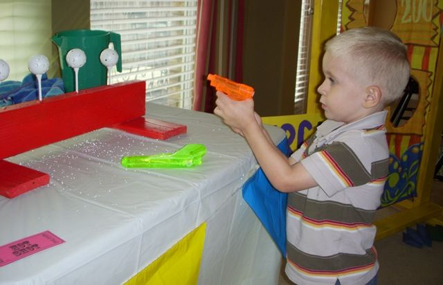 Carnival water gun shooting game!