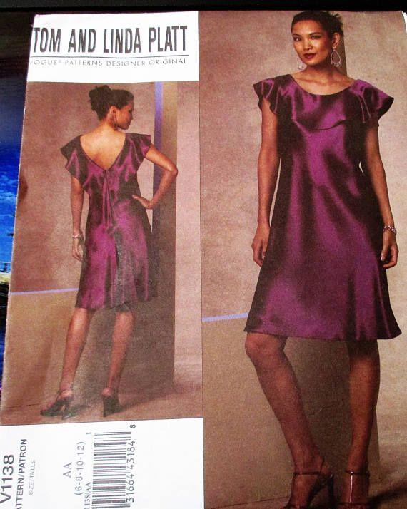 Patron de couture Vogue #V1138  Tous mes patrons de couture sont nouveau et inutilisé.   Ils n'ont jamais été prises de leurs vestes et sont stockés dans des récipients de stockage serré.   J'ai édité et recadrée les photos pour afficher toutes les informations plus clairement. Pour ce faire, la plupart des espaces vides de blanc sur les vestes ont été supprimée. S'il vous plaît n'hésitez pas à me contacter si vous souhaitez voir plus de photos de ce modèle ou si vous avez des questions…