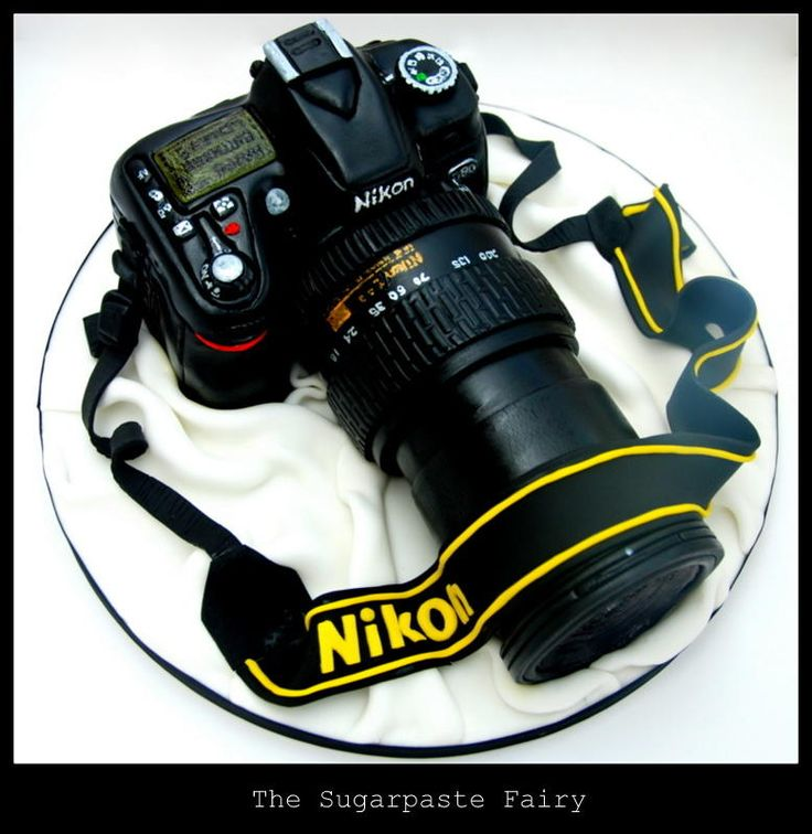 Camera cake! I'd make it a Canon though. Really, this is pretty amazing.