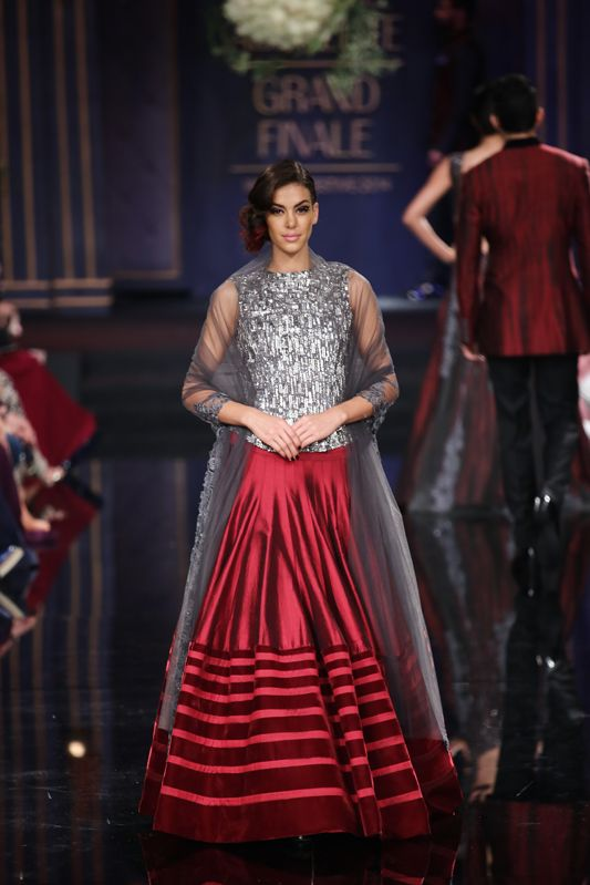 modern lehenga by Manish Malhotra 2014, Indian wedding outfit, #shaadibazaar Click to see more from the collection