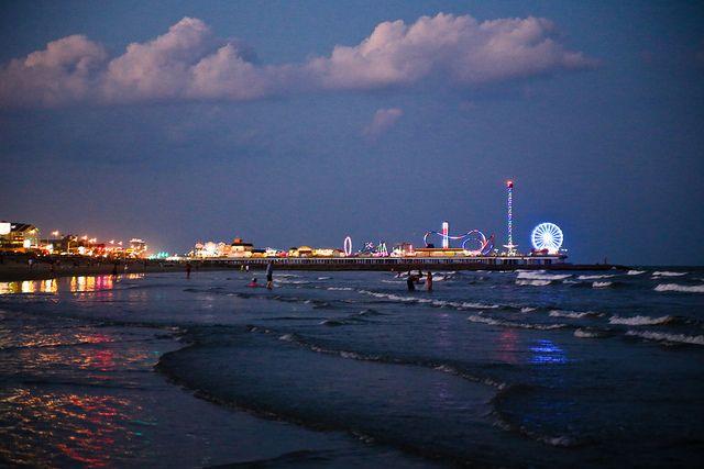 Galveston Beach and Pleasure Pier at Sunset #CCLGALV ...