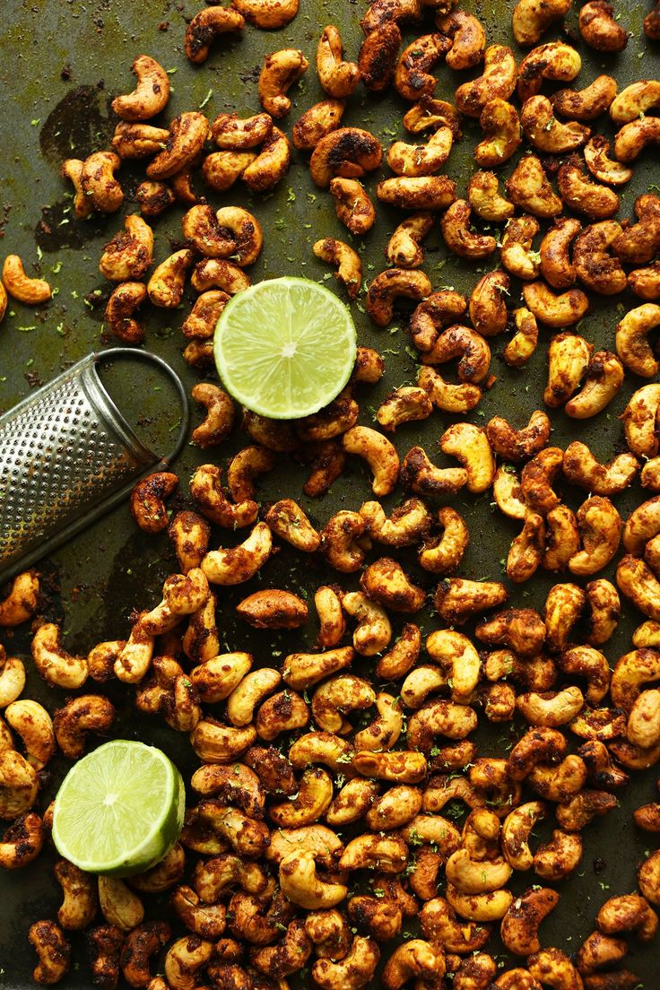 AMAZING Green Curry Spiced Cashews! 10 ingredients, crunchy, spicy-sweet, SO delicious for snacking and salads! #vegan #cashews #recipe #curry #healthy