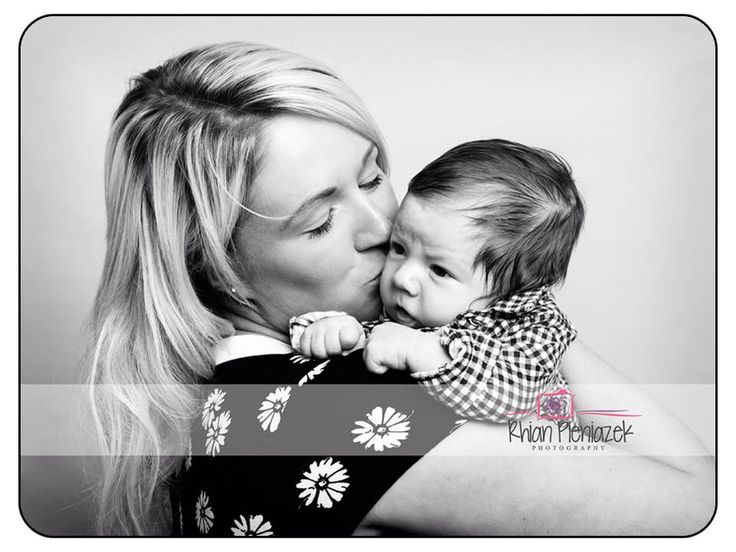 Families. New mum and son. Rhian Pieniazek Photography.