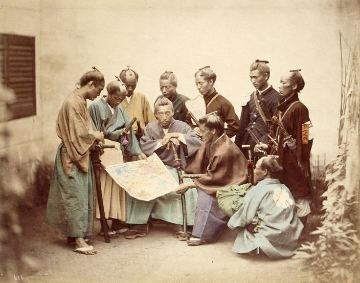 In 1868, the Boshin civil war broke out in Japan between forces who wanted to return power to the emperor and those who wanted to keep the shogun.