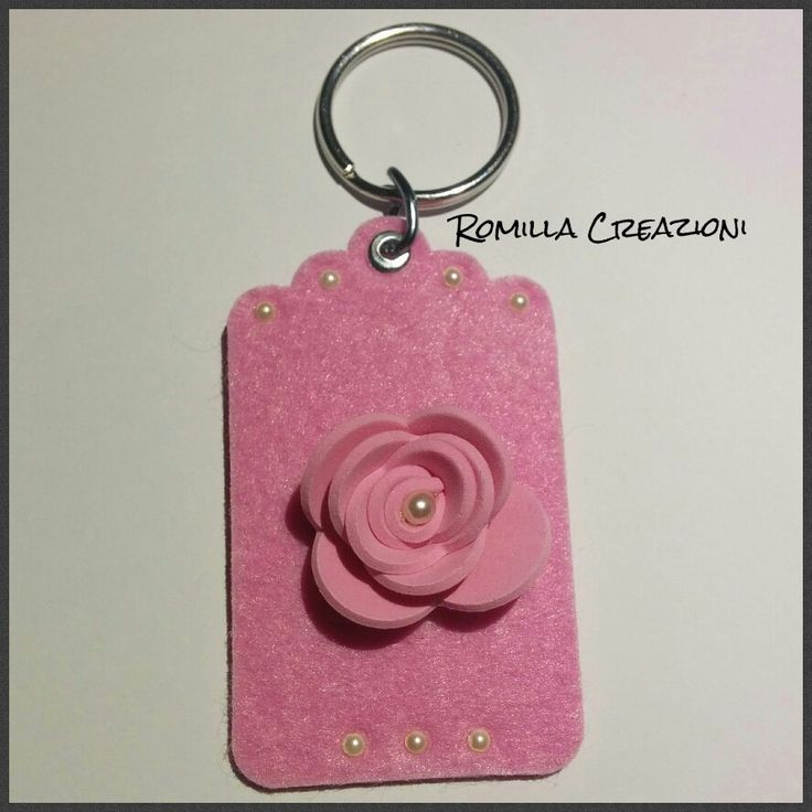 Portachiavi feltro con rosa 3d e mezze perle