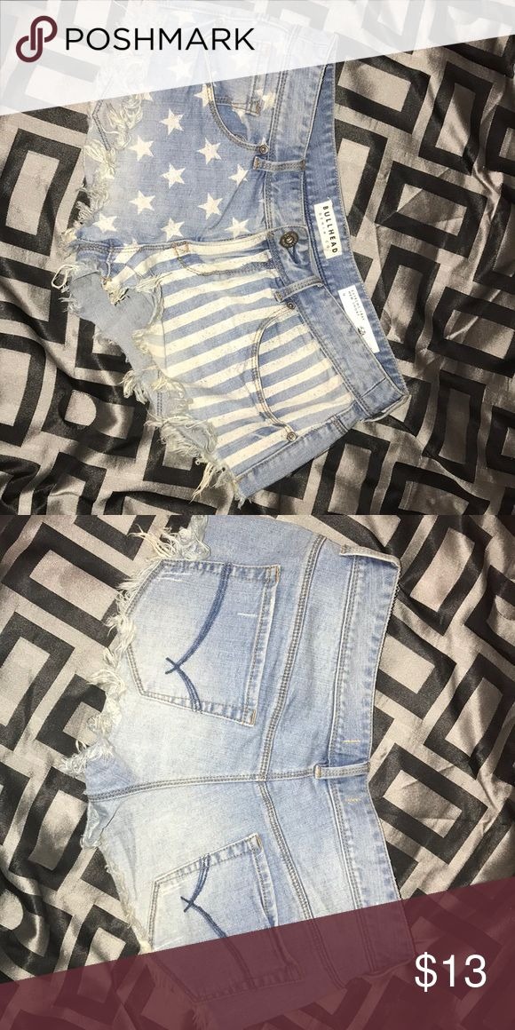 PAC sun American flag jean shorts 3 FOR 25 (bundle 3 of selected items in my closet and get them for $25)  American flag white detailing  Extreme fraying  Short hem Size 9 PacSun Shorts Jean Shorts