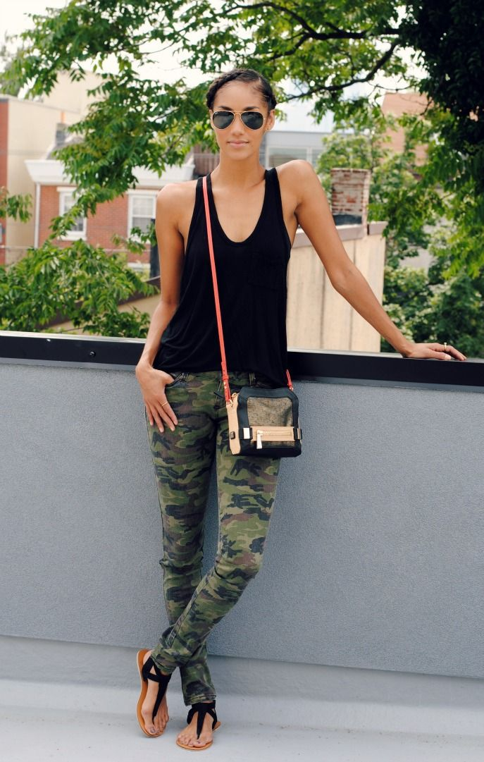 Love the jeans and black top. Sandals are alright but I don't like the purse