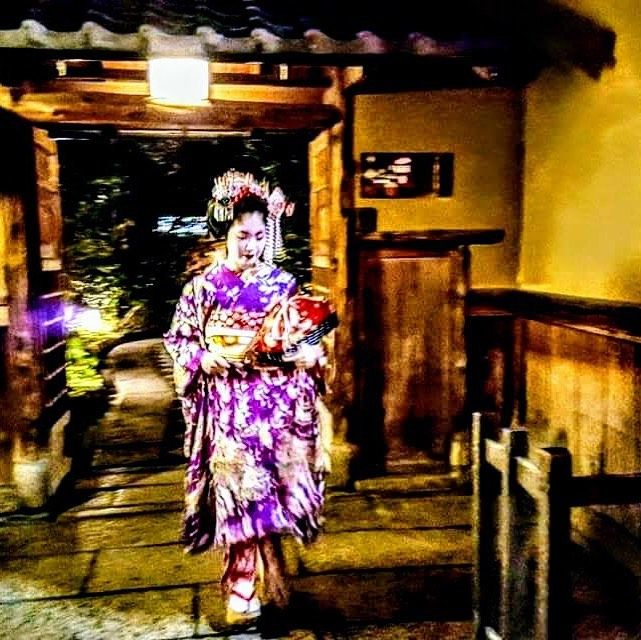 A dream comes to reality: A hurrying Geisha in a w…