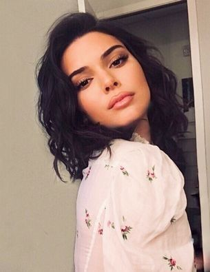 Kendall Jenner's hair stylist explains how to get the model's loose curls