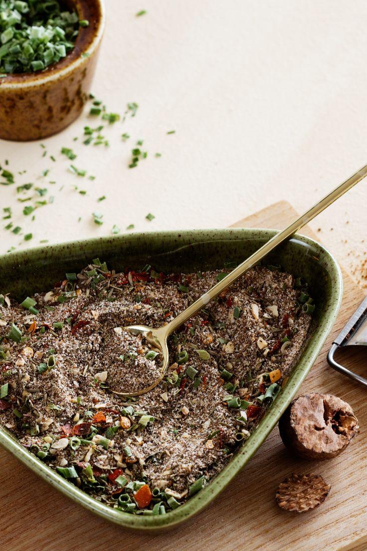 Hemligheten med en god jamaicansk jerkkrydda är kryddpepparn, som ger en mustig smak, och scotch bonnet chilin som ger den rätta hettan.