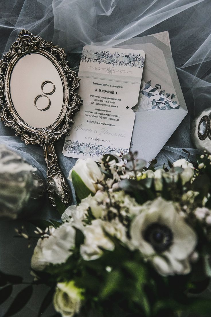 Свадебные приглашения с индивидуальным дизайном. Печать на лайнере, контурная резка и безграничный стиль. Пригласительные, приглашения, приглашение, свадьба, свадебные,  полиграфия, свадебная, оформление, праздник, торжество, конверты, карточки, тиснение, золото, шелковые, ленты, wedding, invitations, билет, самолет, сургуч, контурная, резка, дизайн, Свадебные идеи 2017, популярные цвета