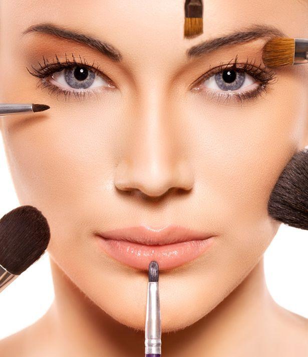 Iata care este ordinea aplicarii machiajului: demachiant, ser/tratament , crema hidratanta, primer, fond de ten, baton corector, pudra, bronzer, blush si iluminator. Pe site-ul nostru, gasesti produsele de makeup de care ai nevoie pentru un machiaj complet. Intra pe www.organik.ro si alege ceea ce iti doresti! #organik #makeup #organic