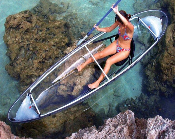 Scrutare il mondo sott'acqua senza immergersi con muta e bombole d'ossigeno? Con il Molokini, il kayak a due posti realizzato in policarbonato trasparente, è possibile. I test effettuati dalla Clear Blue Hawaii Corporate sull'isola di Oahu hanno dimostrato che la visibilità può