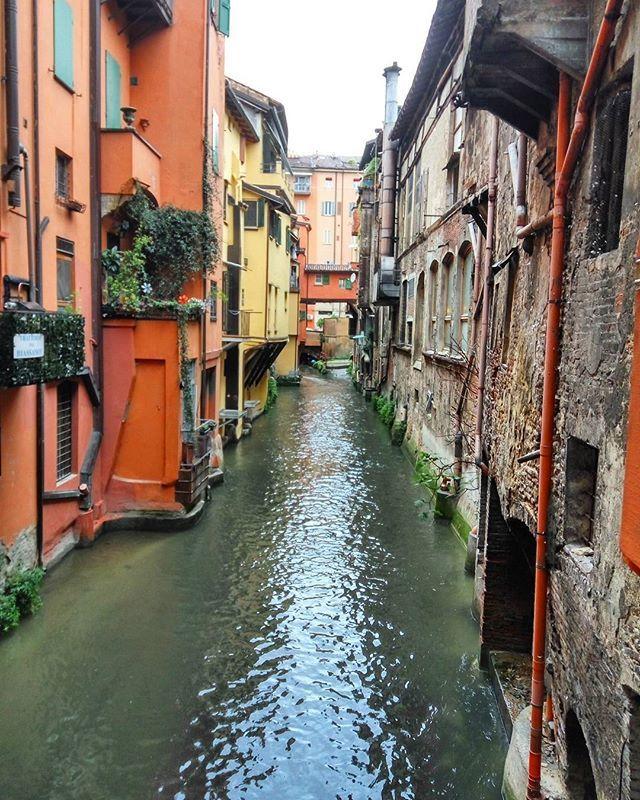 Venice? No, Bologna!#bolognacittà #bologna_city #real #authentic #thisisitaly #italygram #italy #italyiloveyou #igers #igersitalia #igdaily #igers_emiliaromagna #igers_bologna #emigliaromana #travelwithme #travelblogger #travelgram #travelblog #igersbologna #vivobologna #labellabologna #loves_bologna